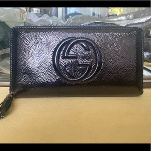 Gucci organizer patent leather wallet